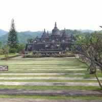 Visit the temples in Bali
