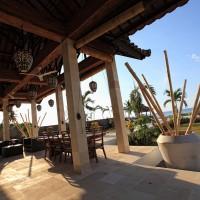 Die Villa verfügt über eine Terrasse mit Blick auf die Bali Meer