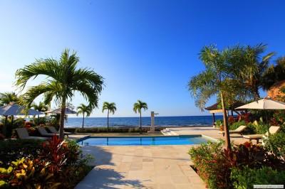 Pool und Bali Meer